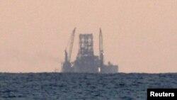 Ploveći naftni tornjevi su čitava ostrva sa ogromnom opremom za eksploataciju nafte iz podmorskih nalazišta