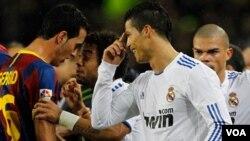 El único momento en el que Cristiano Ronaldo fue protagonista en el partido ocurrió cuando empujó en Pep Guardiola en un saque de tiro libre.