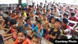 Điểm rất đáng khích lệ là hầu hết các cháu bé ở đây, và cả cha mẹ các cháu, dù chữ nghĩa rất hạn chế nhưng tất cả đều nói rất rành tiếng Việt. (Hình: VDF cung cấp)