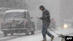 İngiltere'de Kar Uçuşları Bir Gün Daha Aksatacak