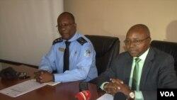 Angola Malanje Comissário José Bernado, delegado do Minit (esquerda) e José Muhongo, presidente da CPE