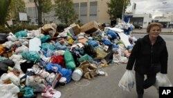 Ο στρατός θα μαζέψει τα σκουπίδια στην Αθήνα