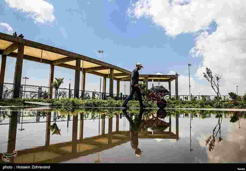 مراحل آماده سازی نمایشگاه کتاب تهران عکس: حسین ظهروند