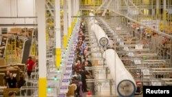 Interior del Centro de Distribución de Amazon en Tracy, California. Foto referencial. Noviembre 30, 2014.