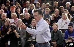 Mitt Romney parle à un groupe de partisans à Manchester, New Hampshire (4 janvier 2012)