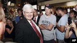 16일 뉴올리언스 레스토랑에서 지지자들과 만난 뉴트 깅그리치 후보.