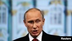 Le President russe Vladimir Putin s'exprimant à l'occasion du forum économique internationale de St. Petersbourg le 23 Mai 2014.