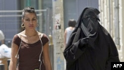 İslam Karşıtı Politikalara Rağmen Avrupa'ya Göç Devam Ediyor
