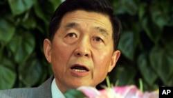 中国前外交官吴建民(2005年3月 资料照片)