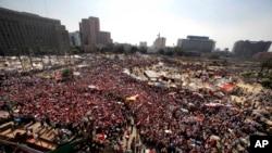 Dubban masu zanga-zangar kin Shugaba Muhammad Morsi na Masar kenan a Dandalin Tahrir da ke birnin Alkhahira