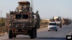 Tư liệu - Một đoàn xe chở binh sĩ Mỹ trên đường đi tới Manbij, bắc Syria, ngày 31 tháng 8, 2018.