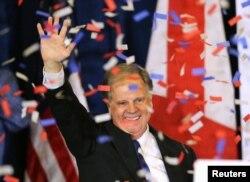 지난해 12월 미국 앨라배마주 연방 상원의원 보궐선거에서 승리한 더그 존스 민주당 상원의원.