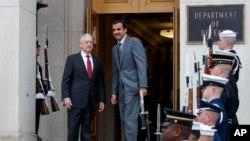 جیم متیس وزیر دفاع آمریکا (چپ) و شیخ تمیم بن حمد آل ثانی امیر قطر در پنتاگون - ۲۰ فروردین ۱۳۹۷