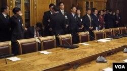 2013年3月,杨洁篪(中)随同习近平访俄,在俄罗斯下议院国家杜马。