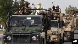 Quân đội Pakistan trong một chiến dịch chống Taliban ở Karachi. Phúc trình mới cho biết nước này sẽ trở thành cường quốc hạt nhân thứ 3 trên thế giới trong một thập niên nữa.