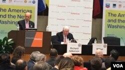 """Wilbur Ross, aseguró hoy durante la Conferencia de las Américas, que aún no ha decidido si será """"un nuevo acuerdo trilateral o dos bilaterales"""" con Canadá y México. Foto: Mitzi Macias / VOA."""