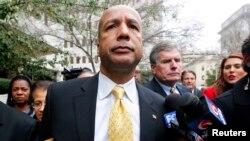 前新奥尔良市长纳金被判腐败罪名成立后离开法庭。(2014年2月12日)