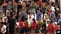 委內瑞拉人民瞻仰查韋斯遺體。