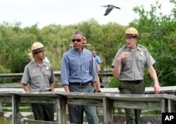 美国总统在佛罗里达州大沼泽地国家公园的小路上
