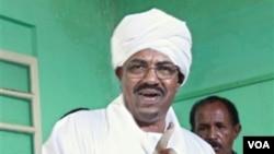 Presiden Sudan Omar al-Bashir (foto: dok) memutuskan untuk tidak menghadiri KTT Afrika-Uni Eropa yang berlangsung pekan ini di Tripoli, Libya.