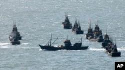 中国渔船在接近韩国西部的延坪岛聚集,接近与朝鲜有争议的边界。