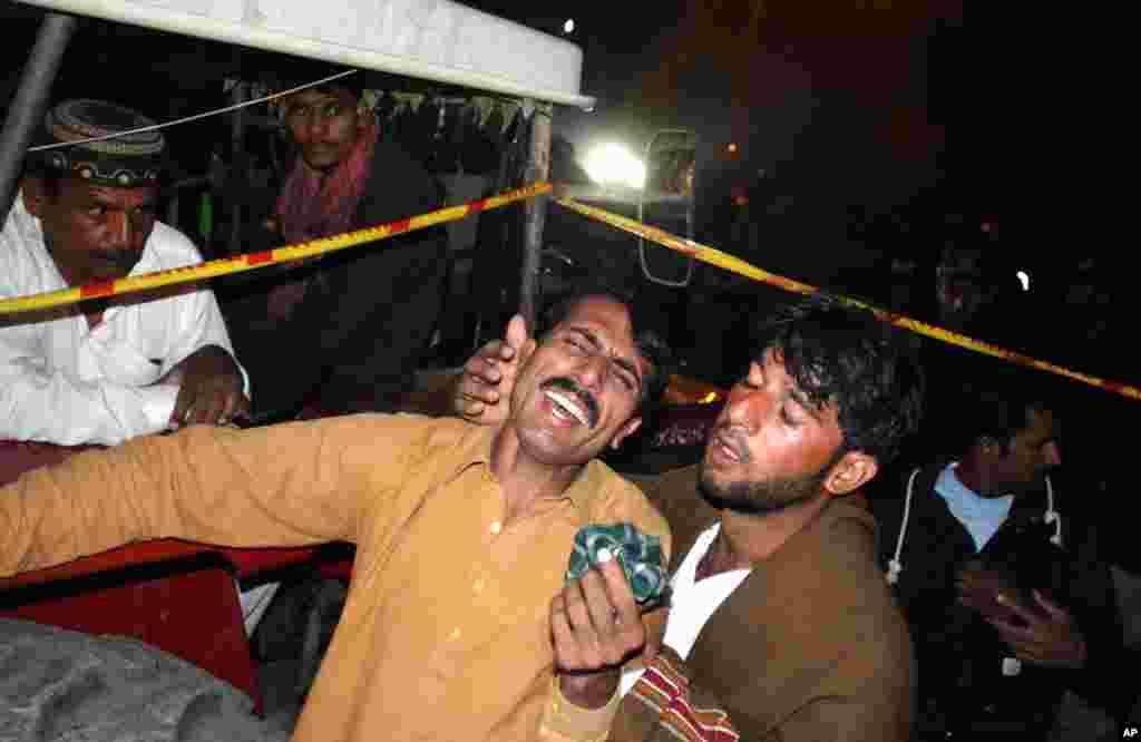 پاکستان کے صوبے پنجاب کے مرکزی شہر لاہور میں ایک فیکٹری کی عمارت منہدم ہونے سے مرنے والوں کی تعداد 20 ہو گئی ہے۔