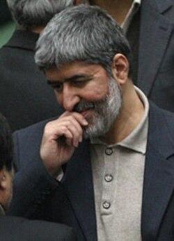 علی مطهری از جمله نمایندگانی است که تاکنون برای سوال از احمدی نژاد در مجلس تلاش کرده است