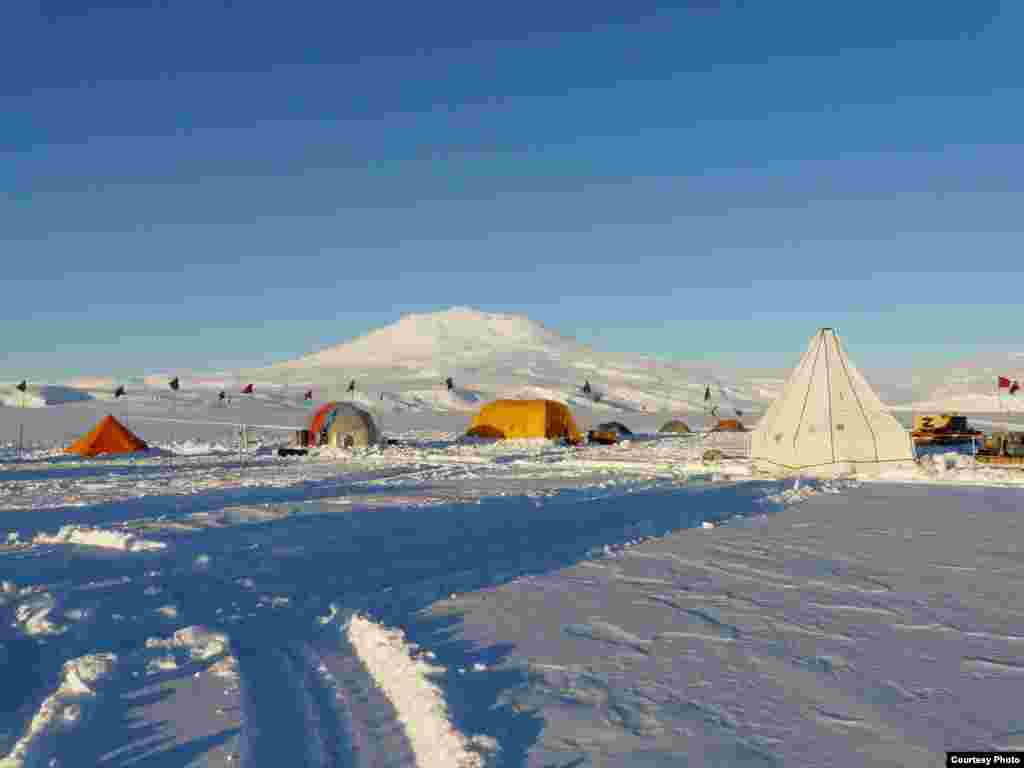 The white tent houses the combination core and melting drill used to penetrate the 200-meter thick ice shelf to gain access to the ocean below. (Scott Tyler)