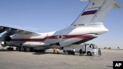 Российский самолет с гуманитарной помощью в международном аэропорту Дамаска. 6 октября 2012 г.