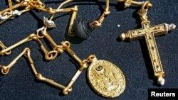 Objetos de oro procedentes de un tesoro valuado en $500 millones recuperado de la fragata española Nuestra Señora de las Mercedes, que naufragó en 1804 frente a las costas de Portugal.