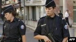 Fransız Polisi Kürt Derneklerine Baskında Altı Kişiyi Tutukladı
