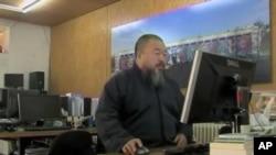 中国著名艺术家艾未未在工作室(资料照片)