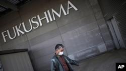 在福島會議展覽中心設立的臨時庇護所暫住的居民