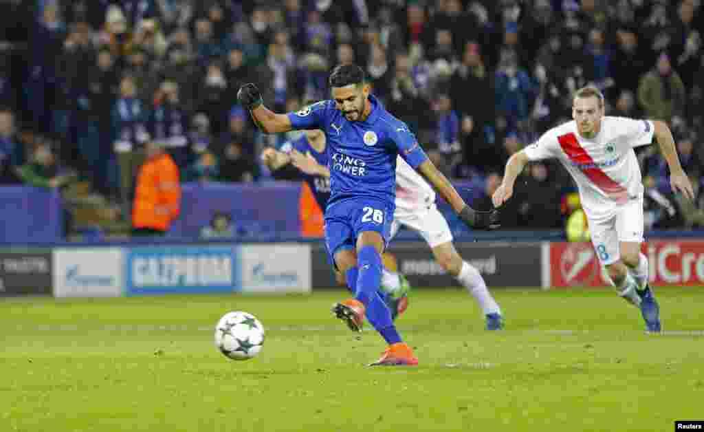 Riyad Mahrez joue pour Leicester contre leClub Brugge, en Angleterre, le 22 novembre 2016.