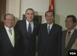 台灣代表團與美國聯邦眾議員邵建隆合影(來源:台灣駐美代表處)