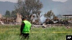 Cảnh sát Mexico canh giữ hiện trường vụ nổ xưởng sản xuất pháo tại Tultepec ngày 5/7/2018 làm 19 người thiệt mạng và 40 người khác bị thương.