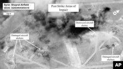 Gambar dari satelit yang dikeluarkan Departemen Pertahanan AS yang menunjukan kerusakan pangkalan udara Shayrat, Suriah, usai serangkaian serangan yang dilancarkan Amerika Serikat April 7, 2017.
