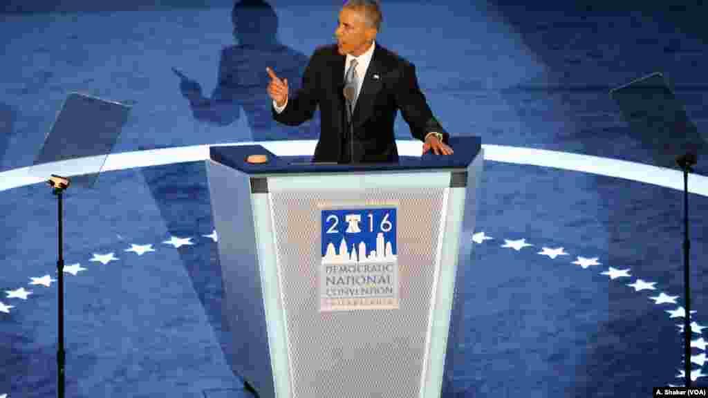 Hillary Clinton est mieux qualifiée pour cette élection que moi ou Bill, a déclaré Barack Obama dans son discours à la convention démocrate, à Philadelphie, 27 juillet 2016.