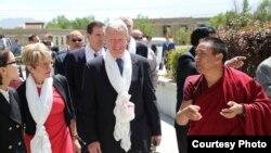 美驻华大使博卡斯访问西藏色拉寺(图片来源:美国驻华大使馆)
