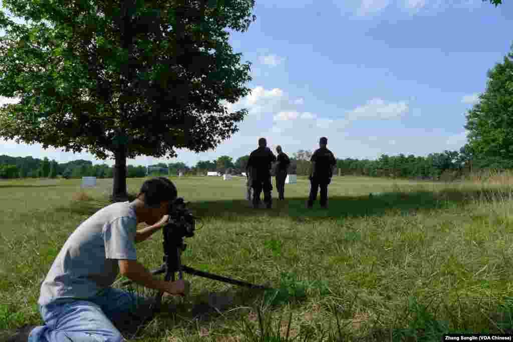 摄影师张松林在拍摄现场