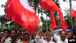 2013年5月9日孟加拉国活动人士和前参与1971年反对巴基斯坦的战士在首都达卡抗议判处卡玛鲁扎曼死刑