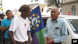 João Além, Presidente do PSD (à direita)
