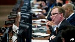 El subsecretario de Estado Adjunto para Asuntos del Hemisferio Occidental, Michael Fitzpatrick, conversó con la VOA sobre la crítica situación en Venezuela y los esfuerzos multilaterales que Washington realiza para buscar una salida democrática a la crisis.