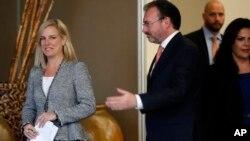 La secretaria de Seguridad Nacional de EE.UU., Kirstjen Nielsen (izquierda) y el ministro de Relaciones Exteriores de México, Luis Videgaray, durante una conferencia de prensa conjunta en Ciiudad de México, el lunes, 26 de marzo, de 2018.