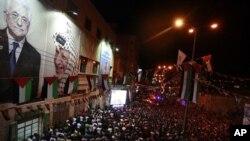 图为巴勒斯坦人9月23日为在联合国演讲的阿巴斯欢呼