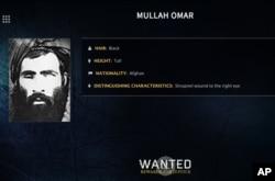 ໃນປ້າຍໂຄສະນາ ຕ້ອງການໂຕ ທີ່ມີຮູບພາບທີ່ບໍ່ລະບຸວັນເວລາ ເປີດເຜົຍໂດຍ ອົງການສັນຕິບານກາງ ສະຫະລັດ ຫຼື FBI ຂອງນາຍ Mullah Omar.
