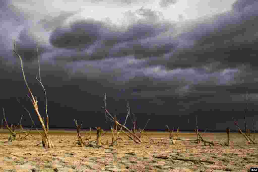 خشک شدن تالاب آلاگل در استان گلستان.