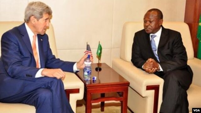 AU Deputy Chairperson Erastus Mwencha and U.S. Secretary of State John Kerry