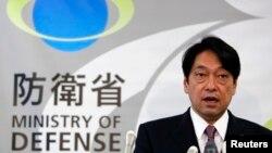 Bộ trưởng Quốc phòng Nhật Bản Itsunori Onodera phát biểu trong một cuộc họp báo tại Bộ Quốc phòng ở Tokyo, ngày 17/10/2013.