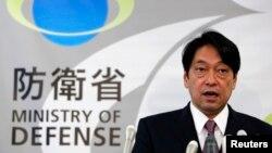 Bộ trưởng Quốc phòng Nhật Bản Itsunori Onodera nói chuyện trong một cuộc họp báo tại Bộ Quốc phòng ở Tokyo, Nhật Bản, 17/12/13